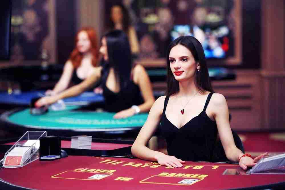 Baccarat kasino peli on livekasino peli vailla vertaa. Nettikasino ilman Baccarat Casinot pelipöytää ei ole livekasino genressä mahdollinen.