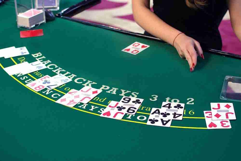 BLACKJACK peliä tarjoaa jokainen livekasino. Nettikasino peli, jota kaikki kasinot tarjoavat. Blackjack on myös loistava pikakasino peli.